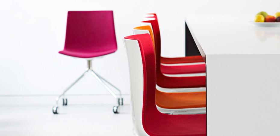 sedia design catifa 46 di arper leggera e versatile nell. Black Bedroom Furniture Sets. Home Design Ideas